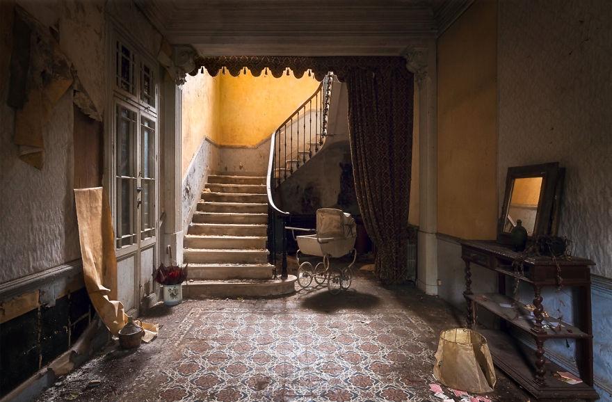 abandonedstairs7.jpg