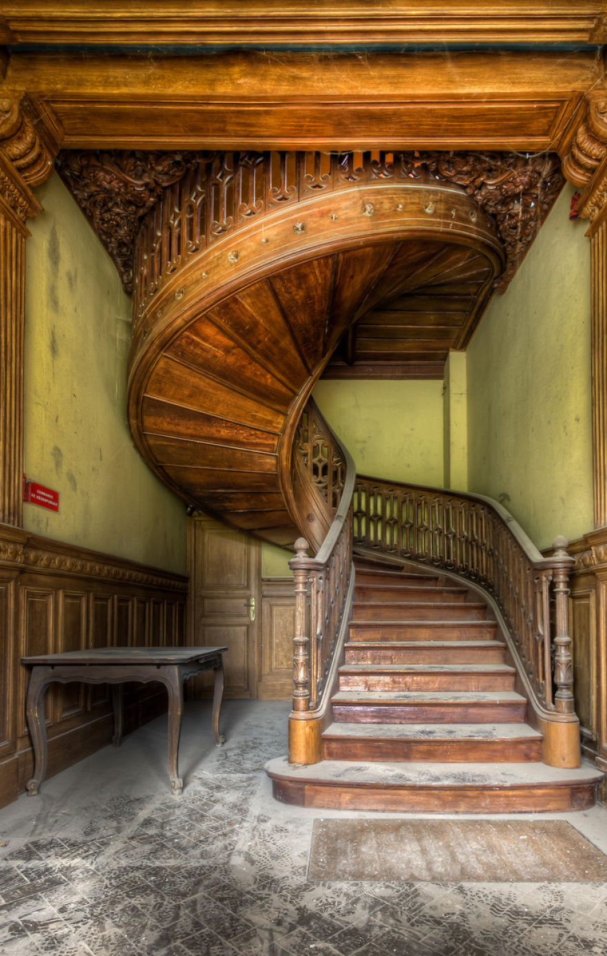 abandonedstairs4.jpg
