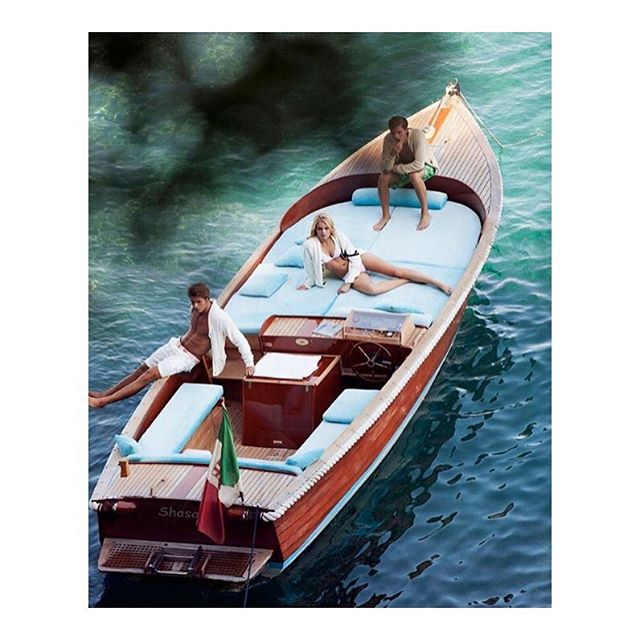 Lovely open boat layout for the kind of day one would spend on the Italian coast.