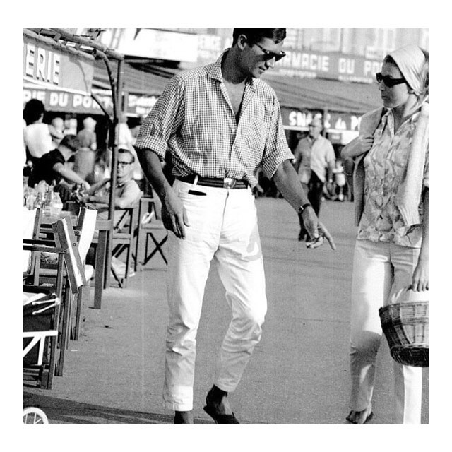 Love the riviera swag of this gent in the street of St. Tropez! The camp collar, pant hem, espadrilles spot on👌🏼🇫🇷