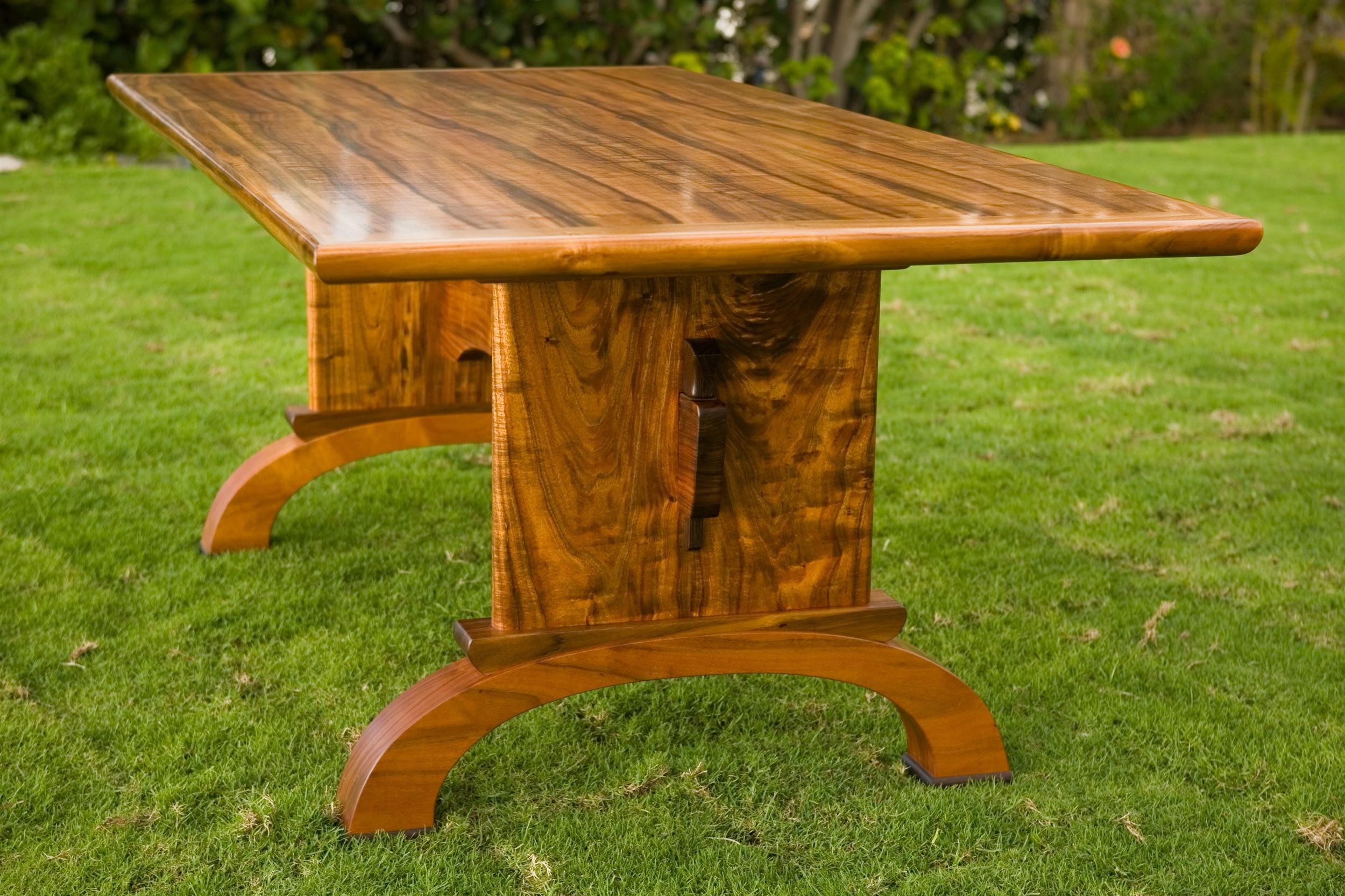 ohana table sideview.jpg