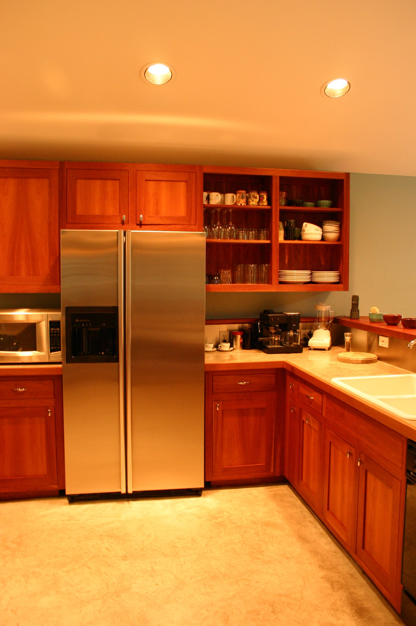 tables and kitchen 015.jpg
