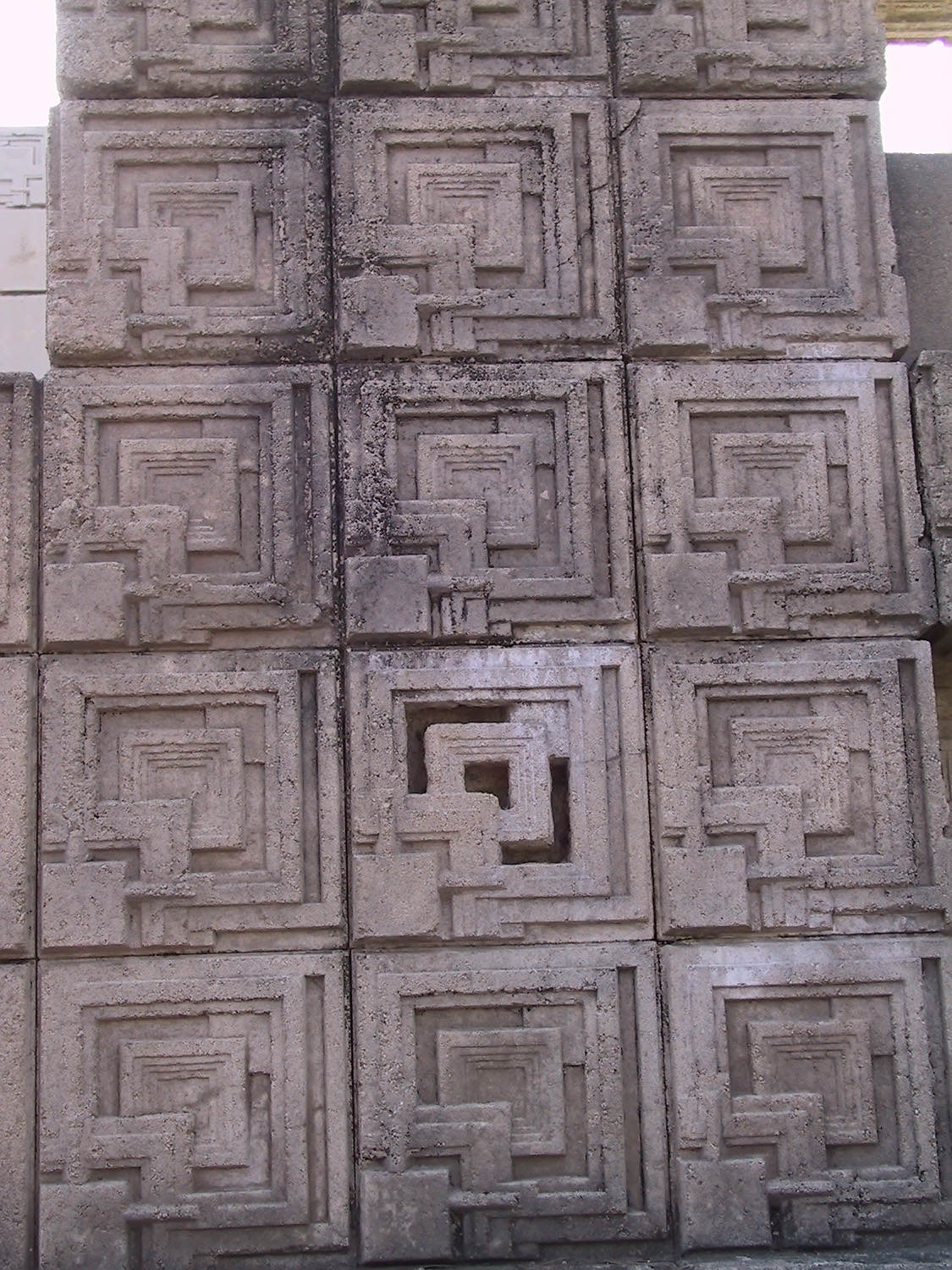 This block pattern is unique to the Ennis house.