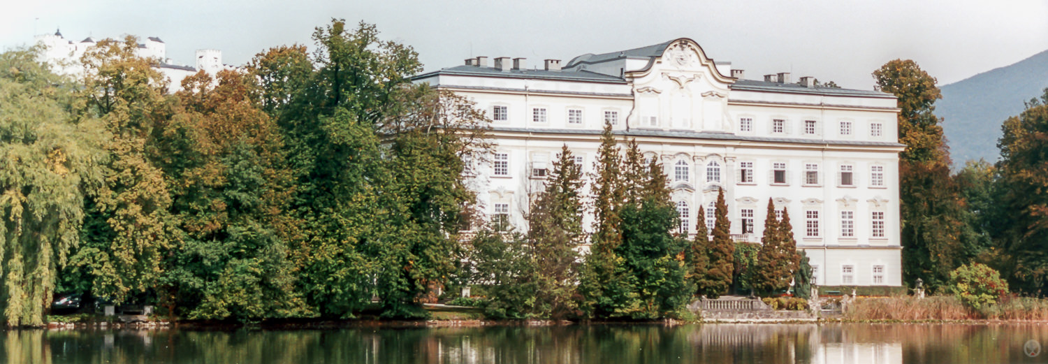 A closer shot of Schloss Leopoldskron with the south side of Festung Hohensalzburg visible at the upper left.