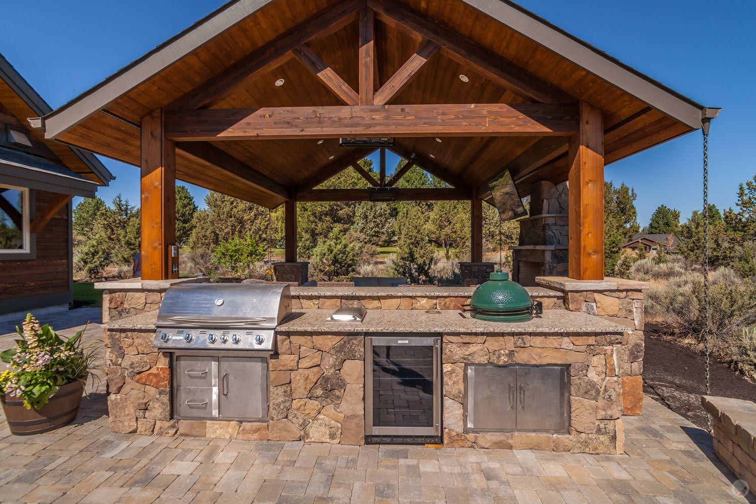 Today's outdoor kitchens offer more than a barbeque.
