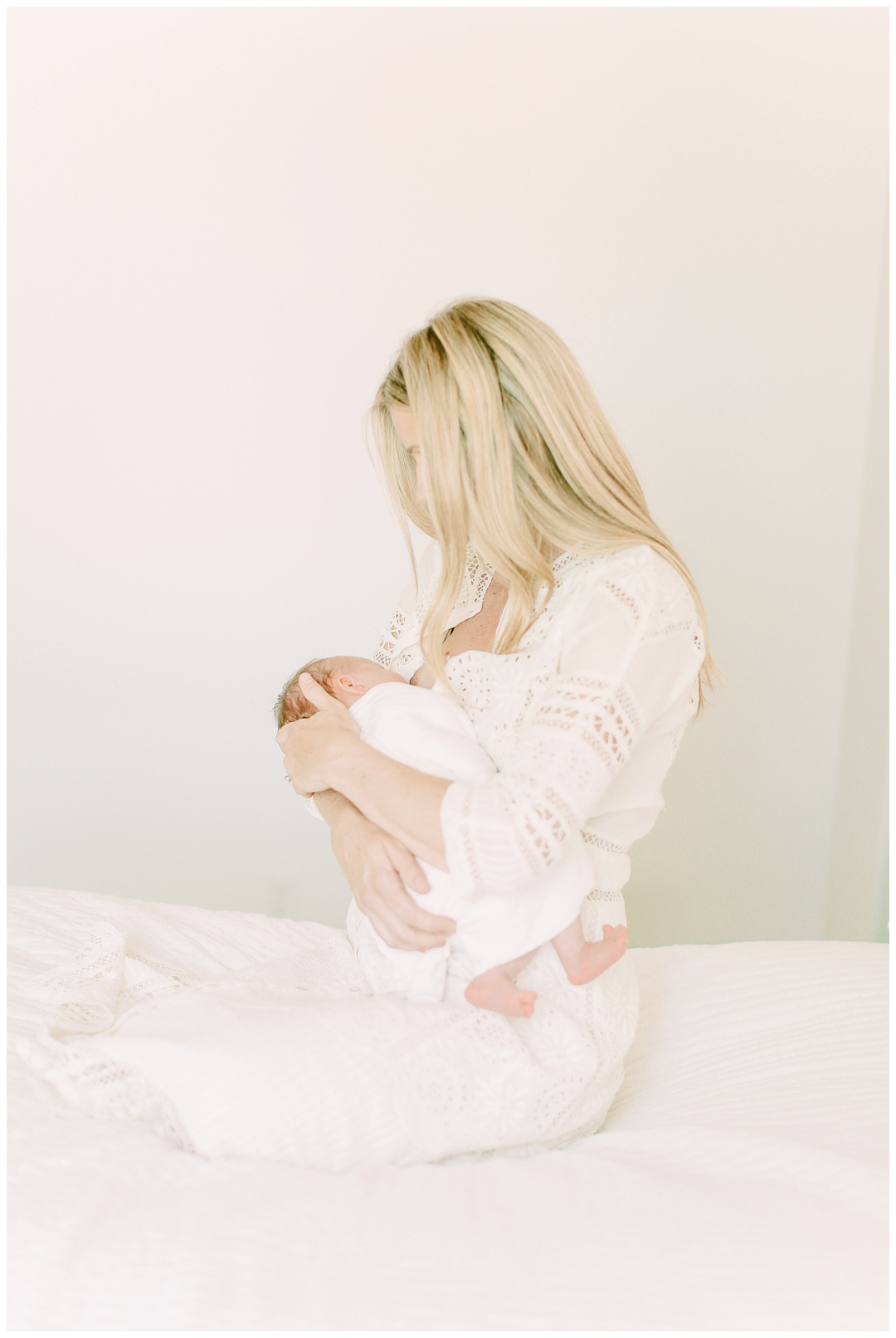 Newport_Beach_Newborn_Photographer_Lifestyle_Newborn_Photography_in_home_session_Cori_Kleckner_Photography_0941.jpg