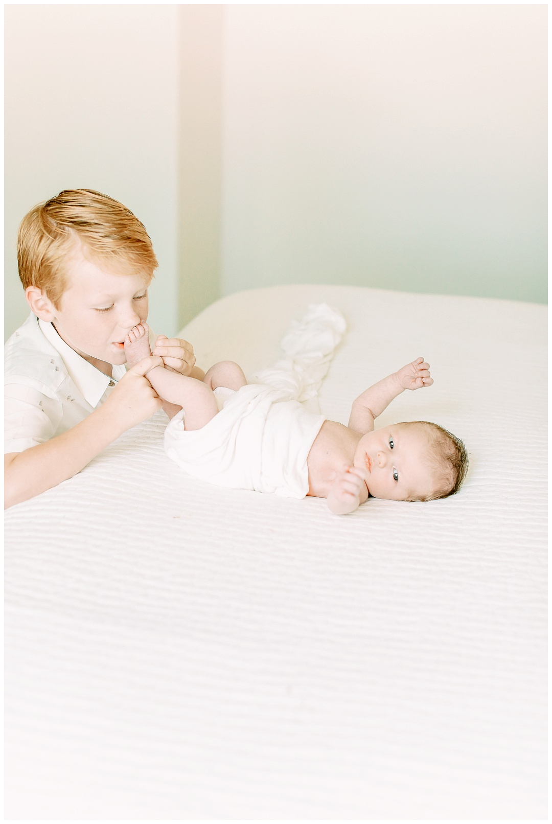 Newport_Beach_Newborn_Photographer_Lifestyle_Newborn_Photography_in_home_session_Cori_Kleckner_Photography_0954.jpg