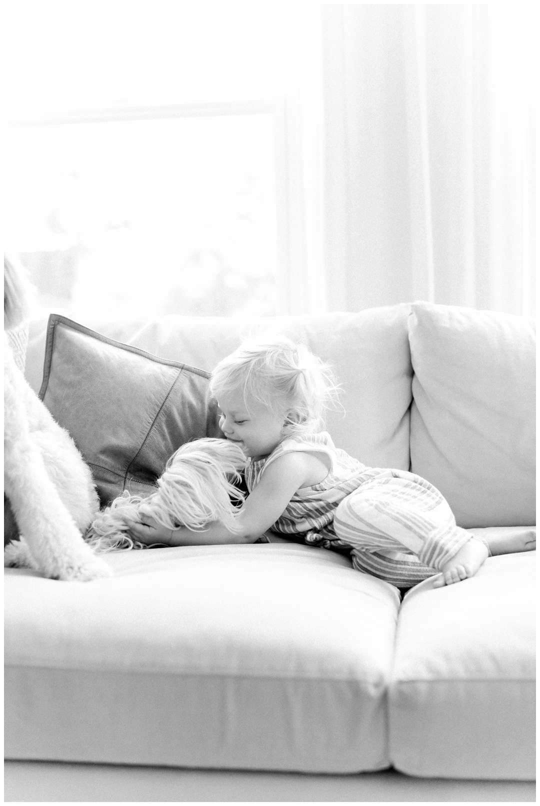 Newport_Beach_Lifestyle_in-Home_Photographer_Newport_Beach_In-Home_Photography_Orange_County_Photographer_Cori_Kleckner_Photography_Orange_County_in-home_Photography_Kristin_Dinsmore_Family_session_1906.jpg