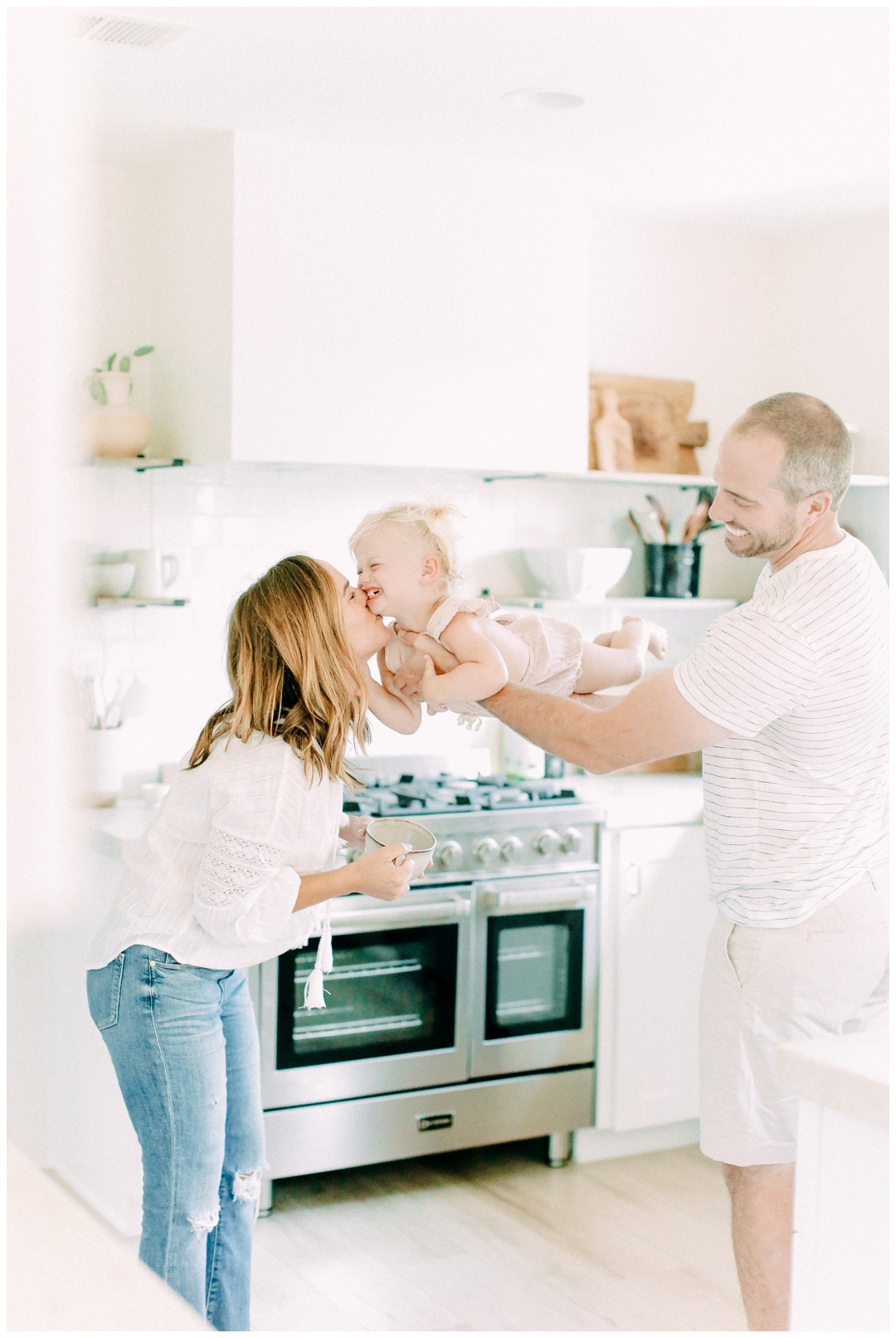 Newport_Beach_Lifestyle_in-Home_Photographer_Newport_Beach_In-Home_Photography_Orange_County_Photographer_Cori_Kleckner_Photography_Orange_County_in-home_Photography_Kristin_Dinsmore_Family_session_1915.jpg