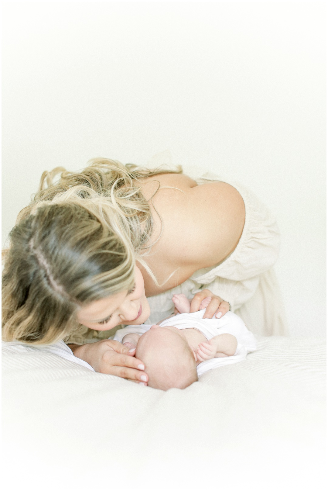 Newport_Beach_Newborn_Light_Airy_Natural_Photographer_Newport_Beach_In-Home_Photographer_Orange_County_Family_Photographer_Cori_Kleckner_Photography_Huntington_Beach_Photographer_Family_OC_Newborn_Meghan_Sullivan_Newborn_Family_Greer_Sullivan_3244.jpg