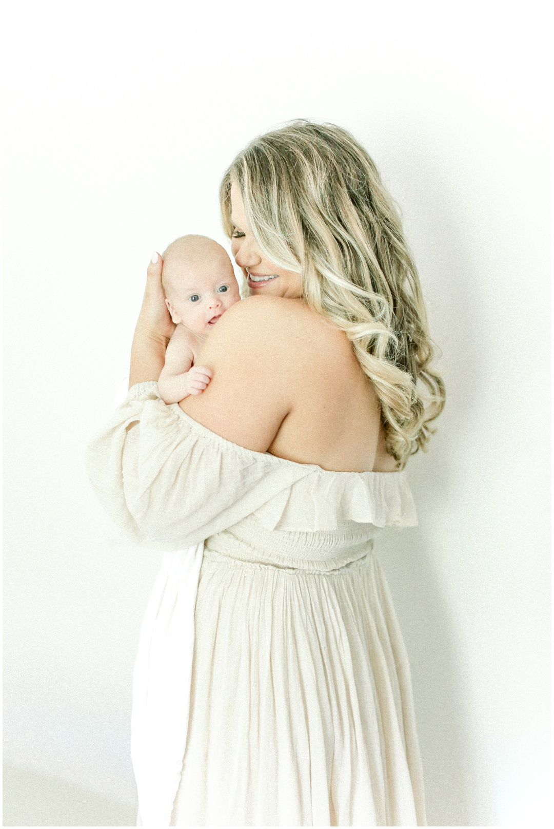 Newport_Beach_Newborn_Light_Airy_Natural_Photographer_Newport_Beach_In-Home_Photographer_Orange_County_Family_Photographer_Cori_Kleckner_Photography_Huntington_Beach_Photographer_Family_OC_Newborn_Meghan_Sullivan_Newborn_Family_Greer_Sullivan_3252.jpg