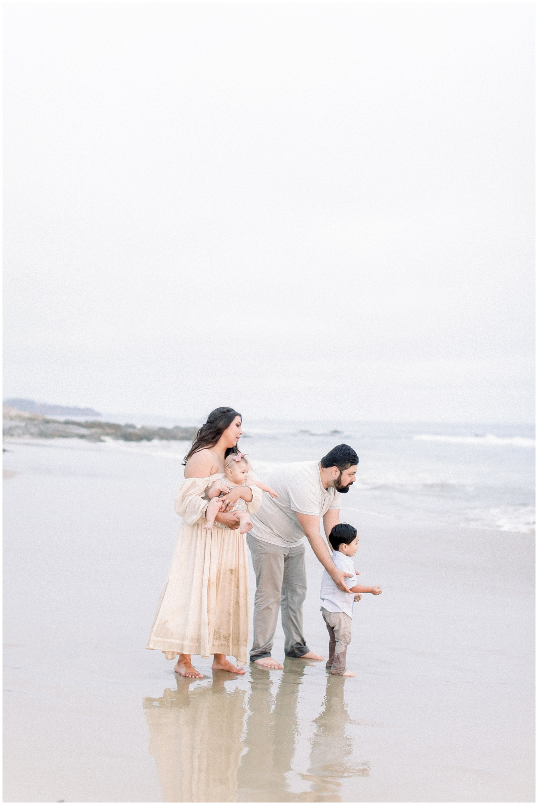 Newport_Beach_Newborn_Light_Airy_Natural_Photographer_Newport_Beach_Photographer_Orange_County_Family_Photographer_Cori_Kleckner_Photography_Huntington_Beach_Photographer_Family_OC_Newborn_Natalie_Nunez_Thomas_Nunez_Natalie_Roca_Rosh_Nunez_Family_3576.jpg