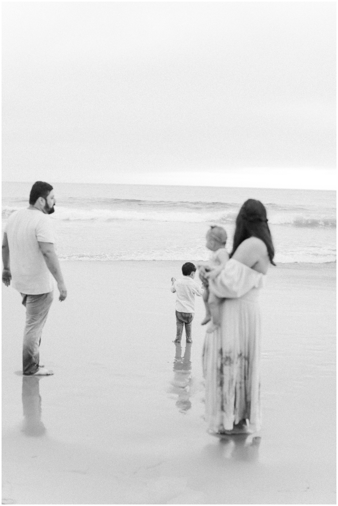 Newport_Beach_Newborn_Light_Airy_Natural_Photographer_Newport_Beach_Photographer_Orange_County_Family_Photographer_Cori_Kleckner_Photography_Huntington_Beach_Photographer_Family_OC_Newborn_Natalie_Nunez_Thomas_Nunez_Natalie_Roca_Rosh_Nunez_Family_3567.jpg