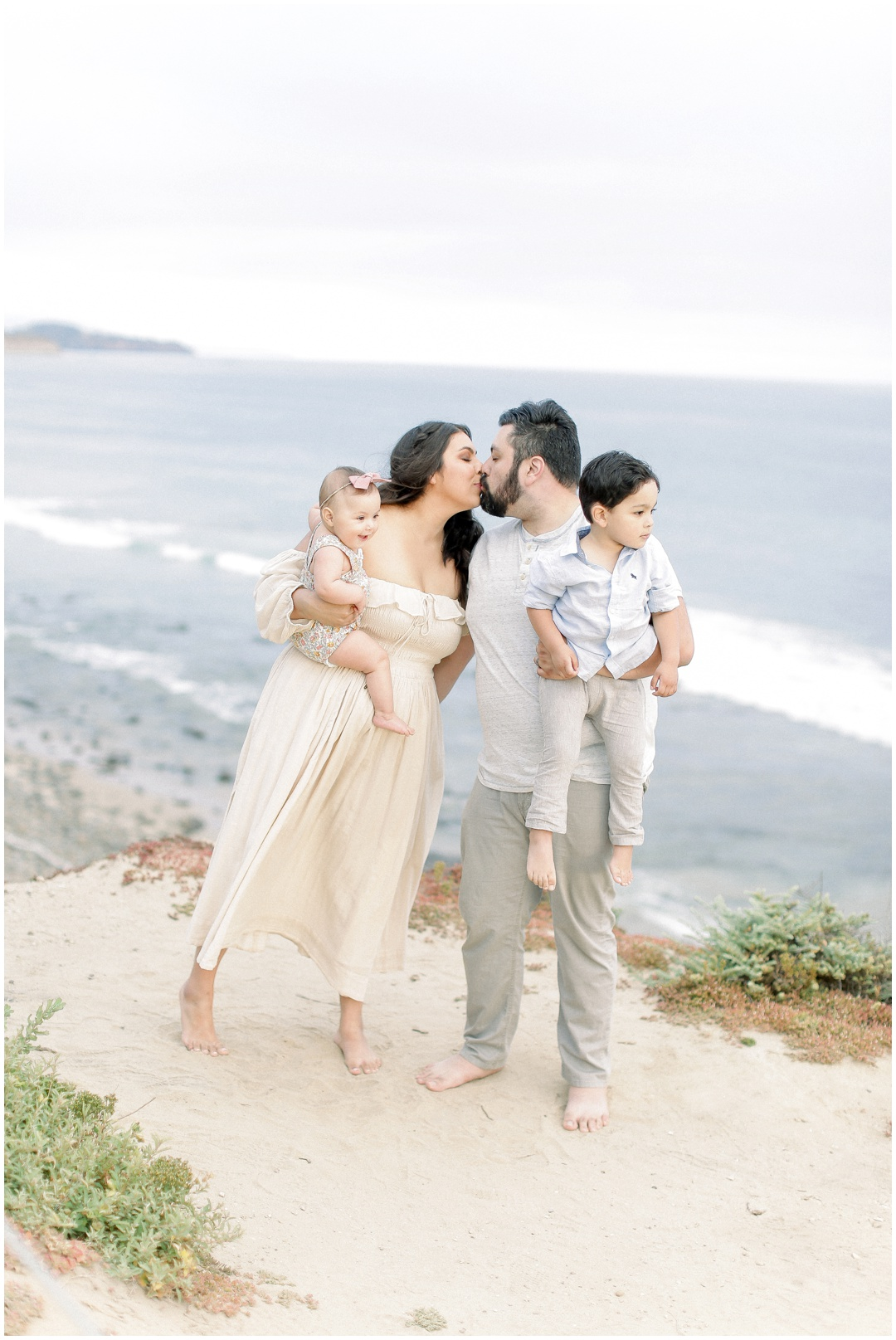 Newport_Beach_Newborn_Light_Airy_Natural_Photographer_Newport_Beach_Photographer_Orange_County_Family_Photographer_Cori_Kleckner_Photography_Huntington_Beach_Photographer_Family_OC_Newborn_Natalie_Nunez_Thomas_Nunez_Natalie_Roca_Rosh_Nunez_Family_3548.jpg
