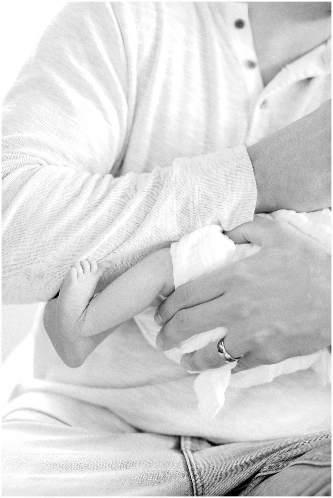 Newport_Beach_Newborn_Light_Airy_Natural_Photographer_Newport_Beach_Photographer_Orange_County_Family_Photographer_Cori_Kleckner_Photography_Huntington_Beach_Photographer_Family_OC_Newborn_Megan_Bradley_Schueneman_Charlie_Schueneman_Dean__3602.jpg
