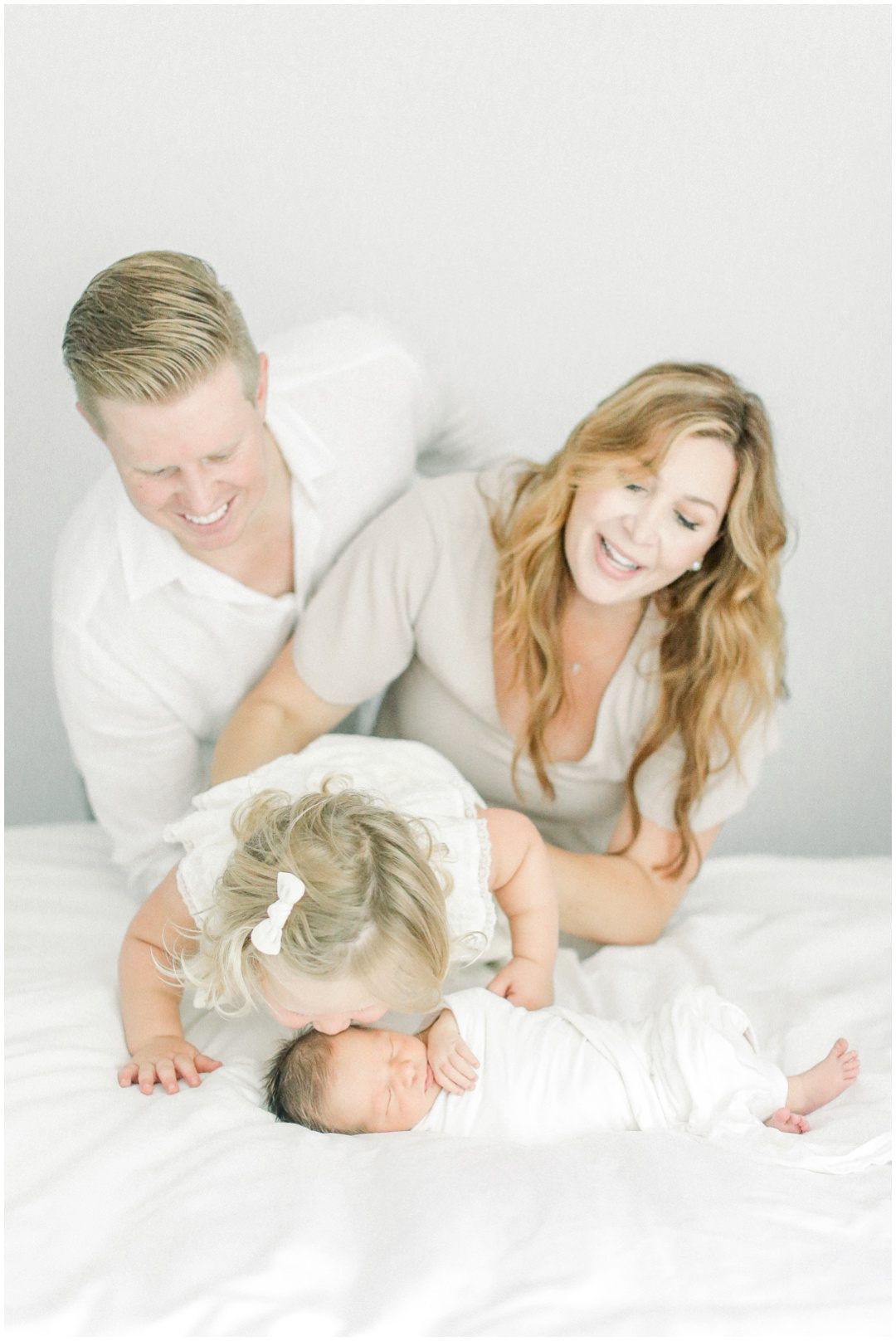 Newport_Beach_Newborn_Light_Airy_Natural_Photographer_Newport_Beach_Photographer_Orange_County_Family_Photographer_Cori_Kleckner_Photography_Newport_Beach_Photographer_Blaire_Baker_Brett_Baker_Caroline_Baker__3896.jpg