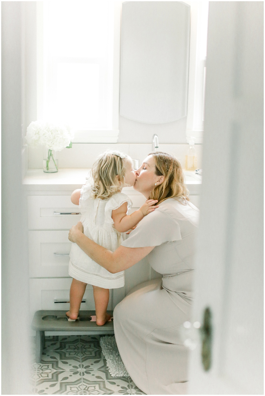 Newport_Beach_Newborn_Light_Airy_Natural_Photographer_Newport_Beach_Photographer_Orange_County_Family_Photographer_Cori_Kleckner_Photography_Newport_Beach_Photographer_Blaire_Baker_Brett_Baker_Caroline_Baker__3900.jpg