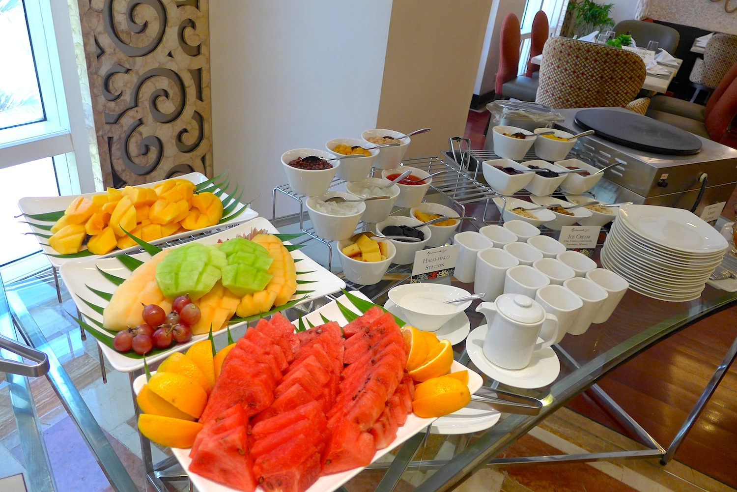 Fruits galore. Papaya, grapes, honeydew, melon, watermelon, oranges! Now those would be perfect to top your dining experience here. Or some lovely crepes if you feel a little like indulging!