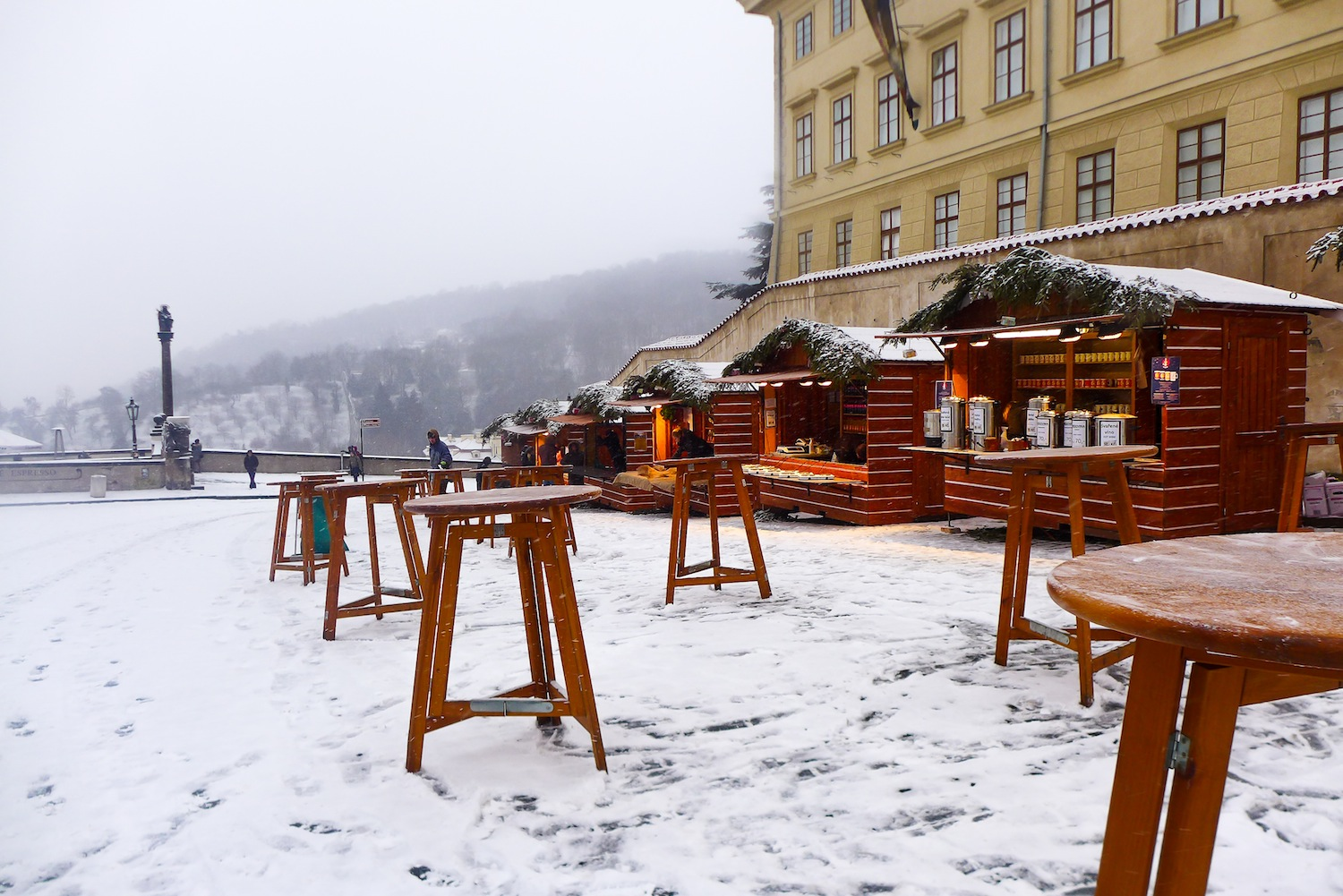 If only it is not too cold for me, I would have ordered something from those lovely wooden stalls and eaten what I bought on one of these tables.