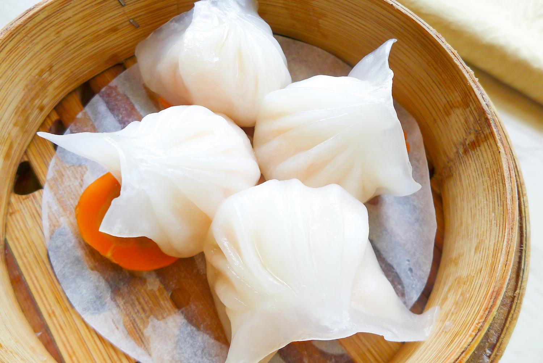 "Steamed Shrimp Dumpling ""Hakau"" (so compact and full)"