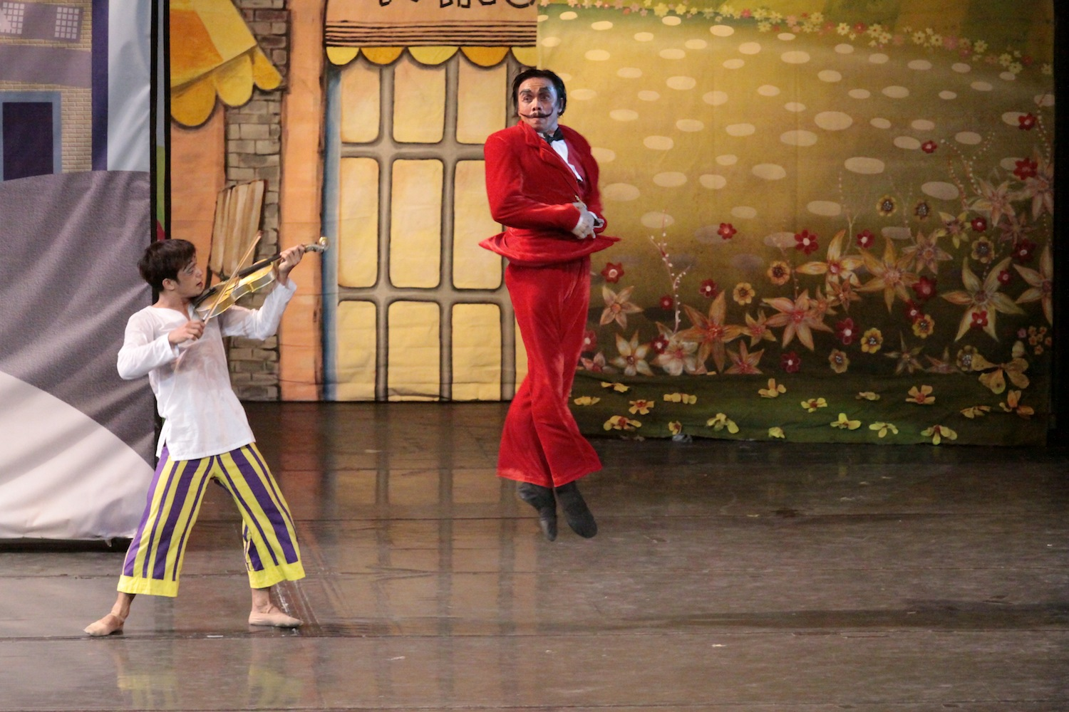 """A scene from the fun and funny """"Ang Mahiwagang Biyulin"""" that features original music by Ryan Cayabyab."""