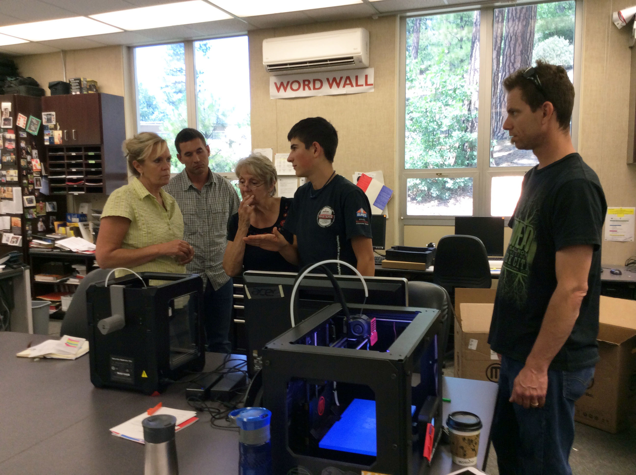 KIDmob Alumni and Indian Valley Academy student, Bryson, teaches 3D printing to teachers of Plumas County