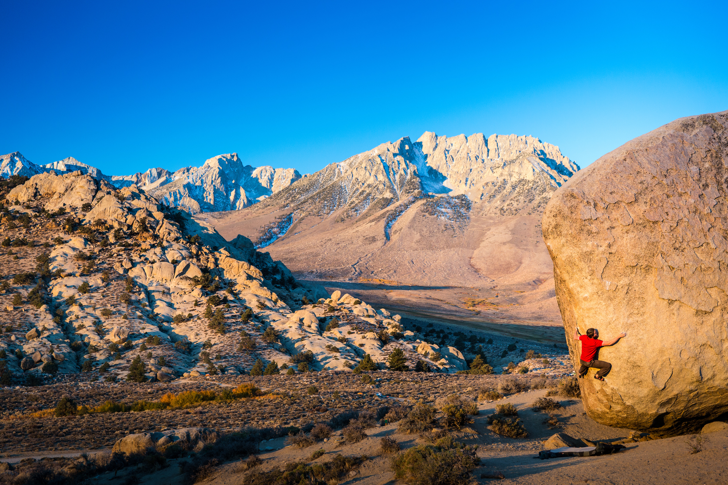 Matthew Wade on Saigon (V6) before the Californian sun and temperature gets too high, Buttermilks, Bishop