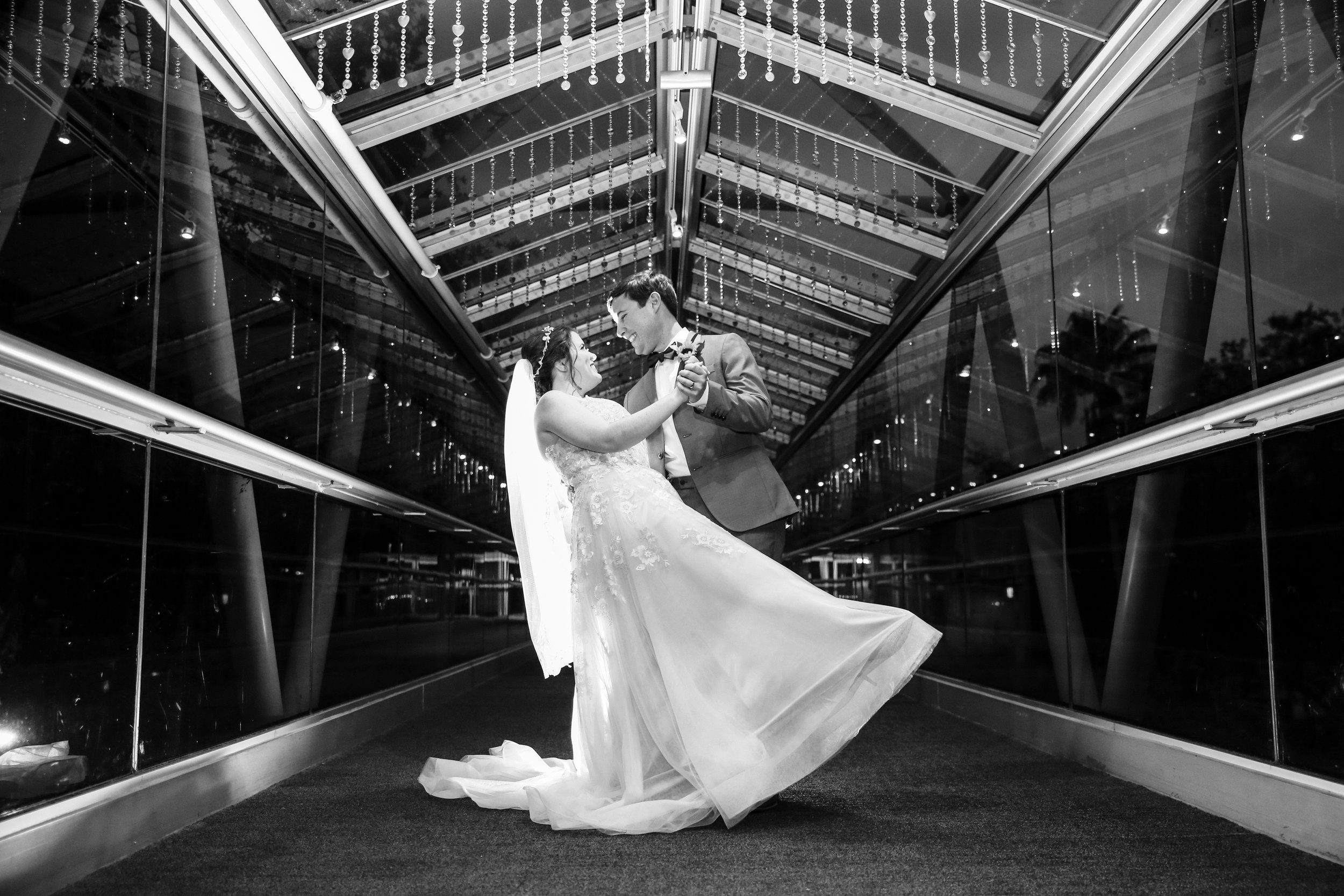 orlando-wedding-photographer-live-happy-studio-dip-OSC-bridge.jpg