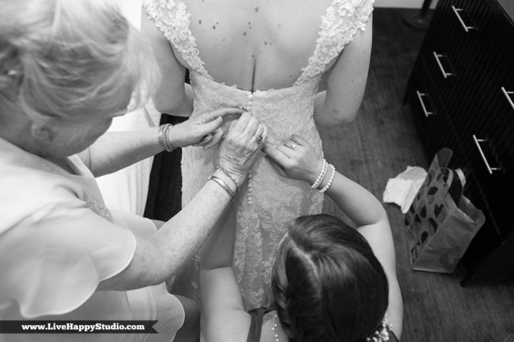 www.livehappystudio.com-orlando-wedding-photography-orlando-science-center-2-girls-getting-ready.jpg
