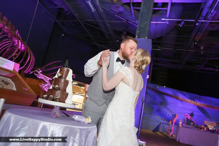 www.livehappystudio.com-orlando-wedding-photography-orlando-science-center-30-cake-kiss.jpg