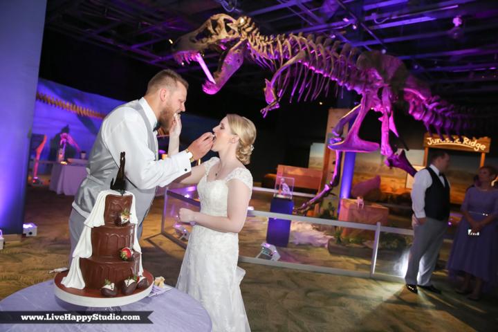 www.livehappystudio.com-orlando-wedding-photography-orlando-science-center-29-cake-eating.jpg