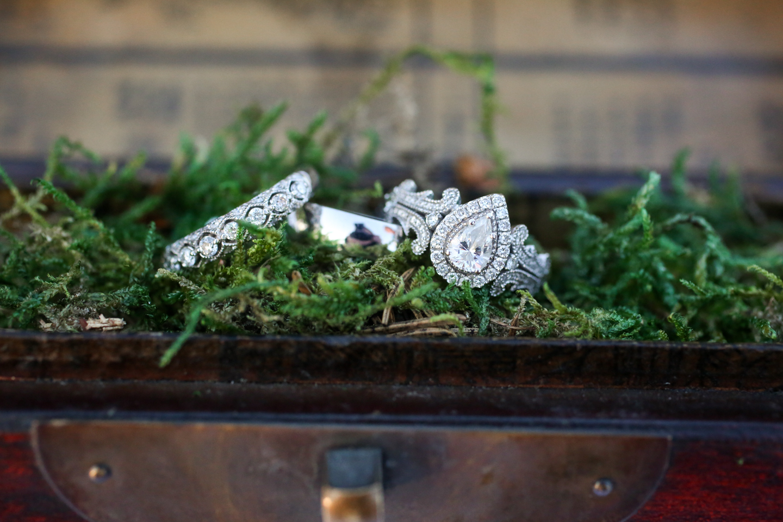 www.livehappystudio.com-wedding-photographer-orlando-fun-candid-portrait-rings-moss-tear-drop-31.jpg