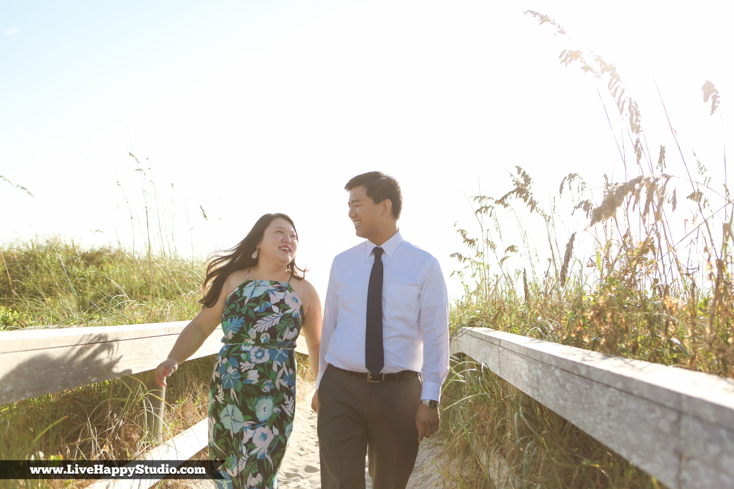 www.livehappystudio.com-engagement-wedding-photographer-orlando-fun-candid-portrait-cocoa-beach-5.jpg