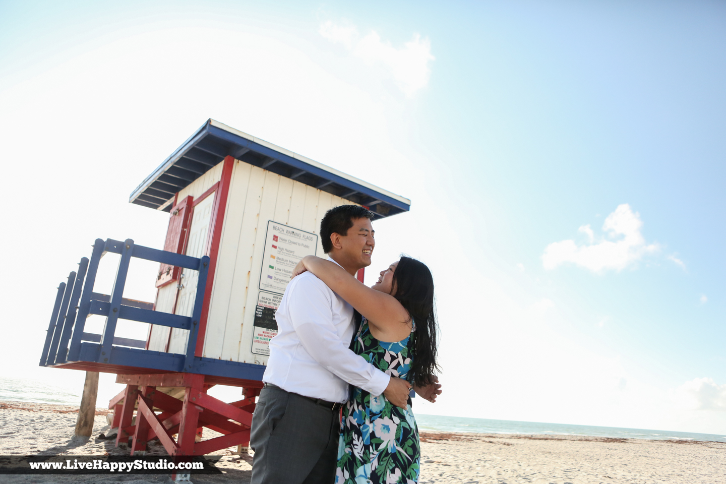 www.livehappystudio.com-engagement-wedding-photographer-orlando-fun-candid-portrait-cocoa-beach-6.jpg