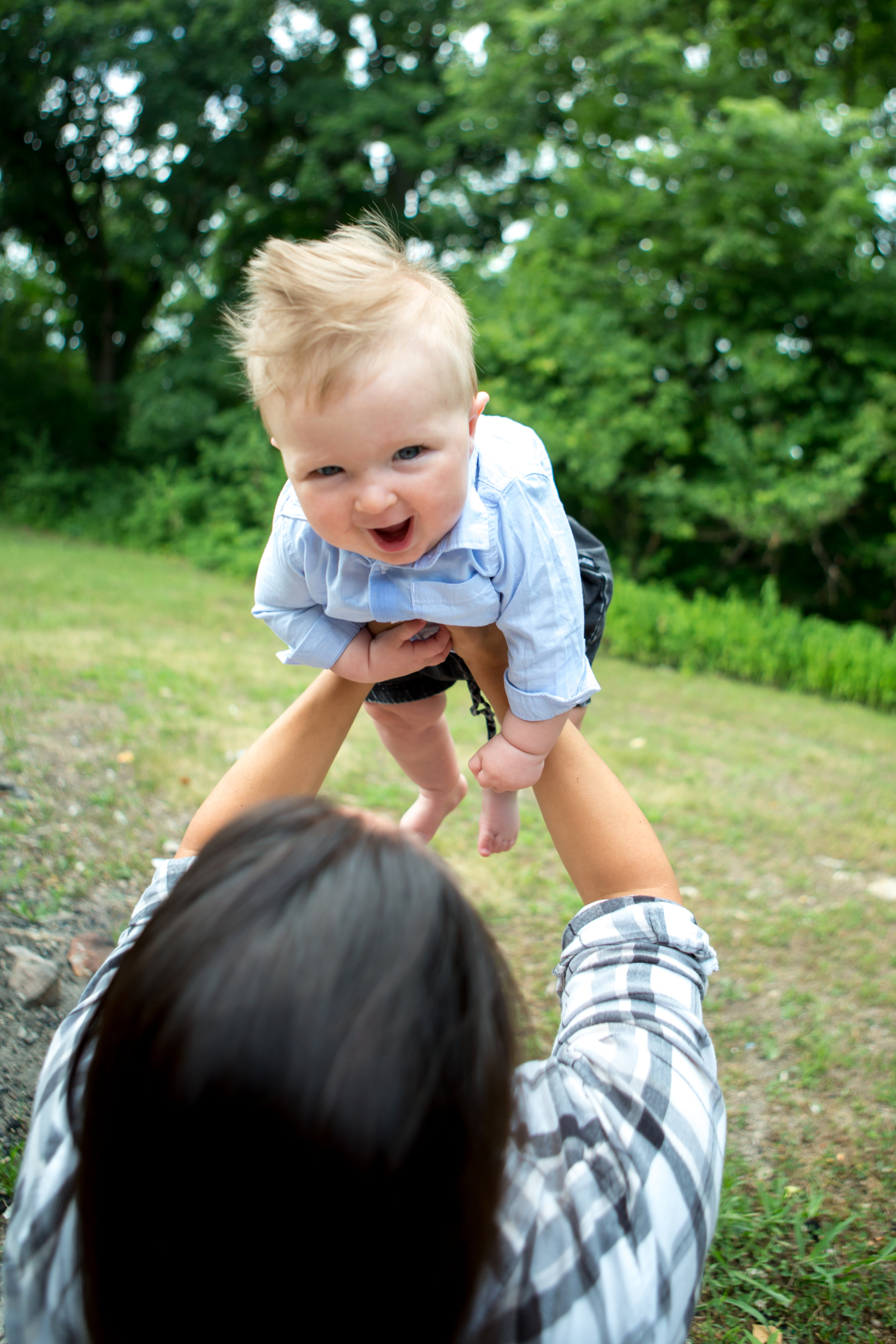 family-photography-orlando-live-happy-studio-baby-lincoln-outdoor-flying.jpg
