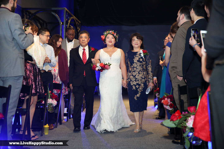 www.livehappystudio.com-orlando-science-center-museum-wedding-photography-photographer-candid-our-planet-room-11.jpg
