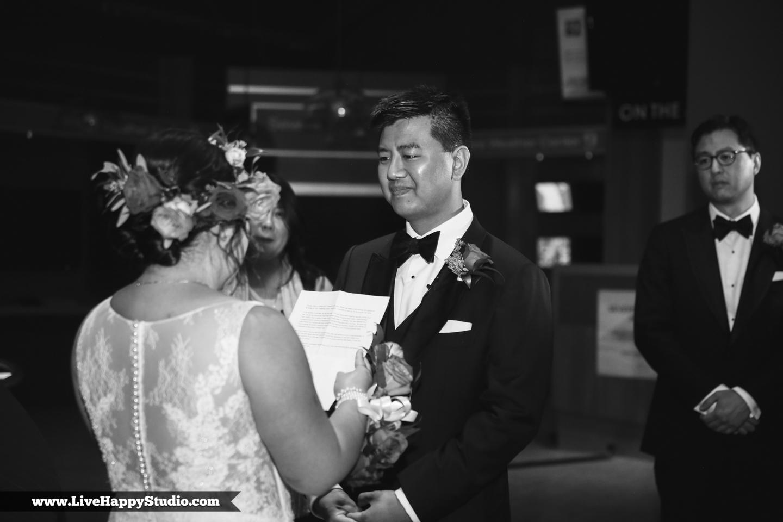www.livehappystudio.com-orlando-science-center-museum-wedding-photography-photographer-candid-13.jpg