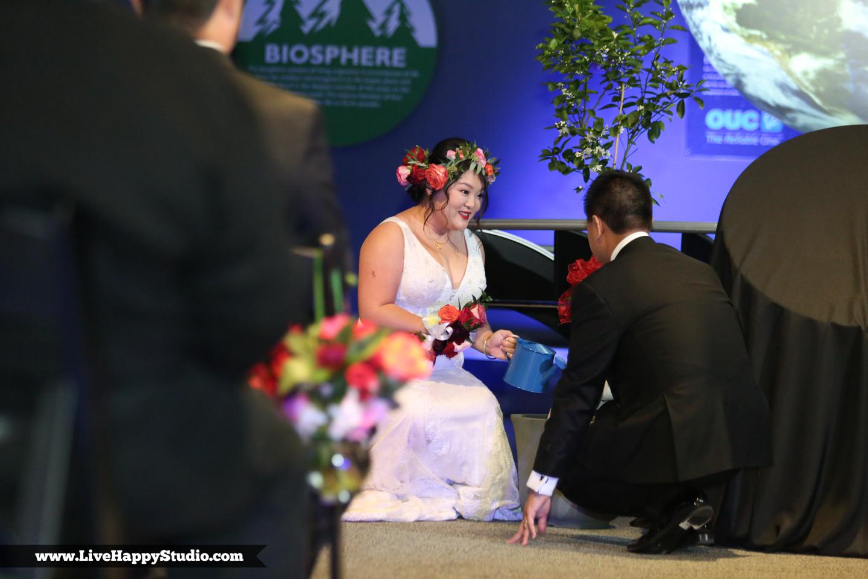 www.livehappystudio.com-orlando-science-center-museum-wedding-photography-photographer-candid-16.jpg