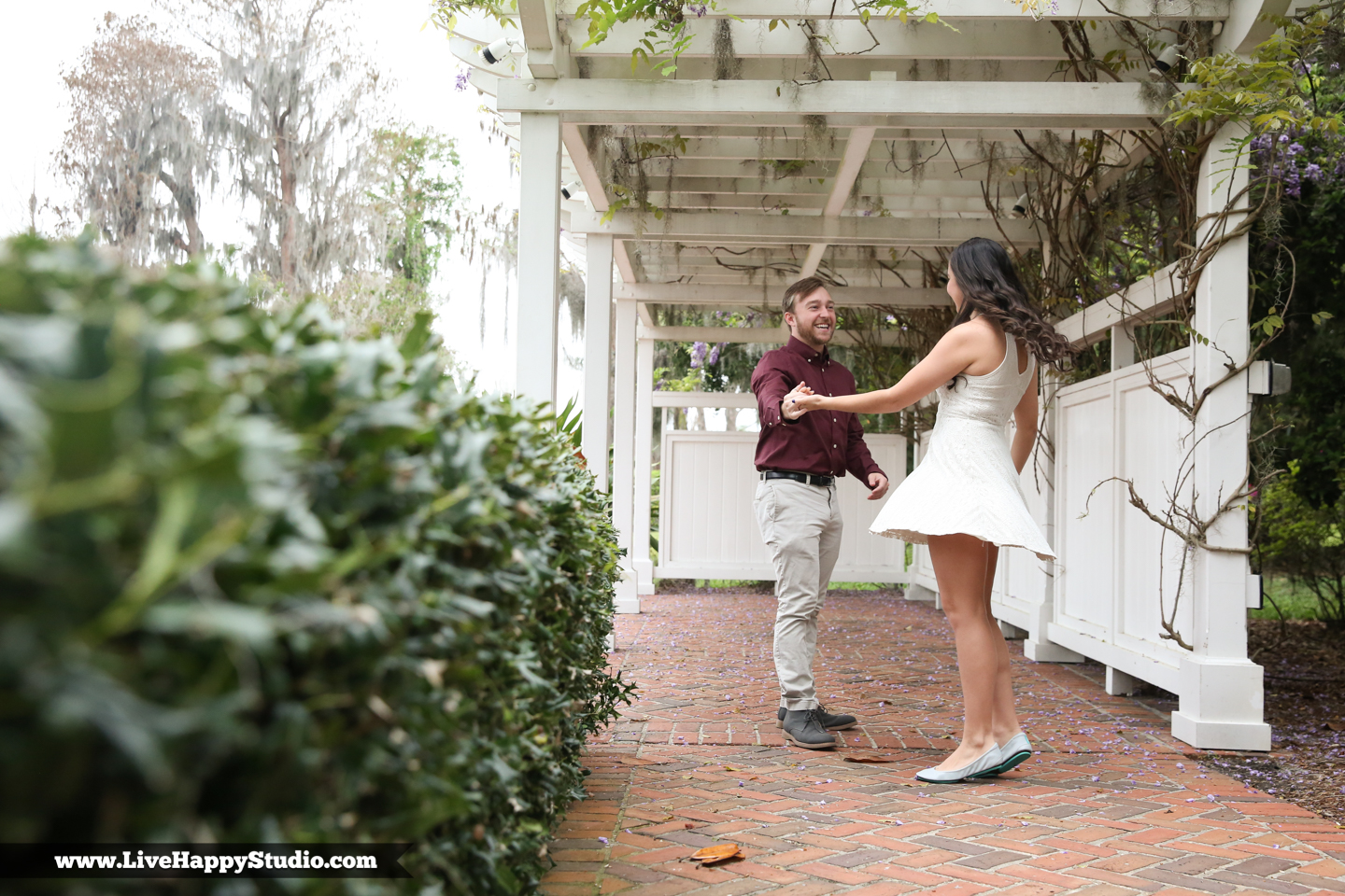 www.livehappystudio.com-cypress-grove-park-orlando-florida-engagement-photographer-candid-dancing-couple2.jpg