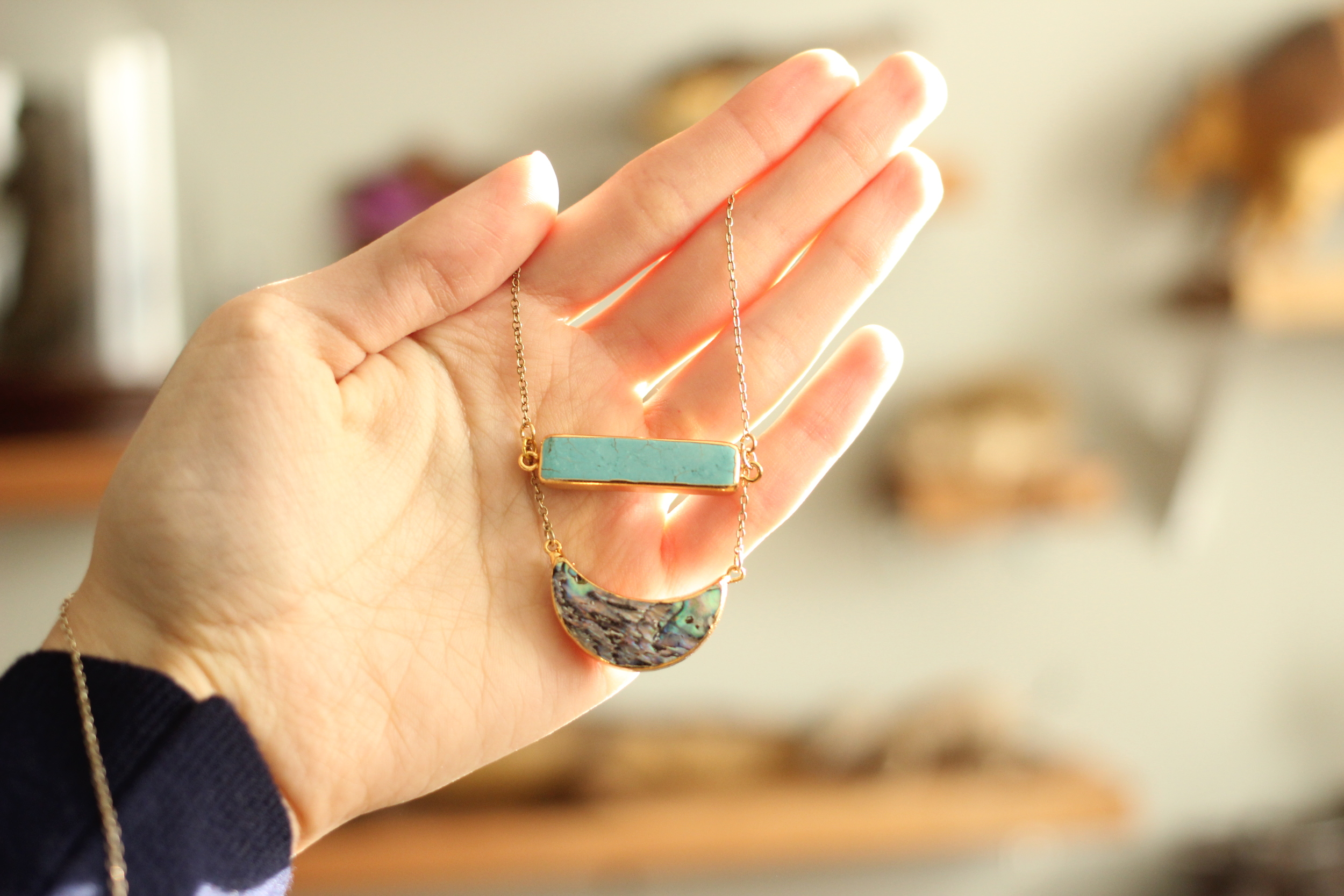 Howlite and abalone necklace