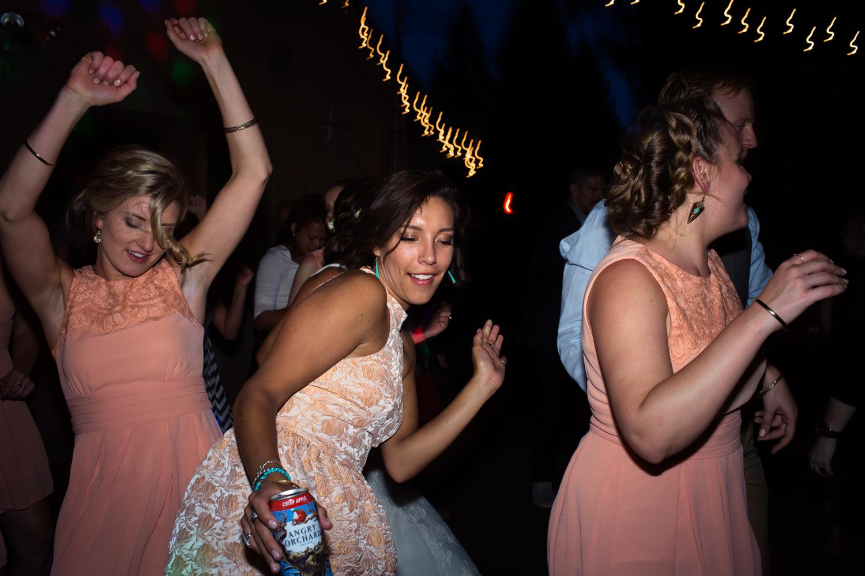 dance party wedding photographer