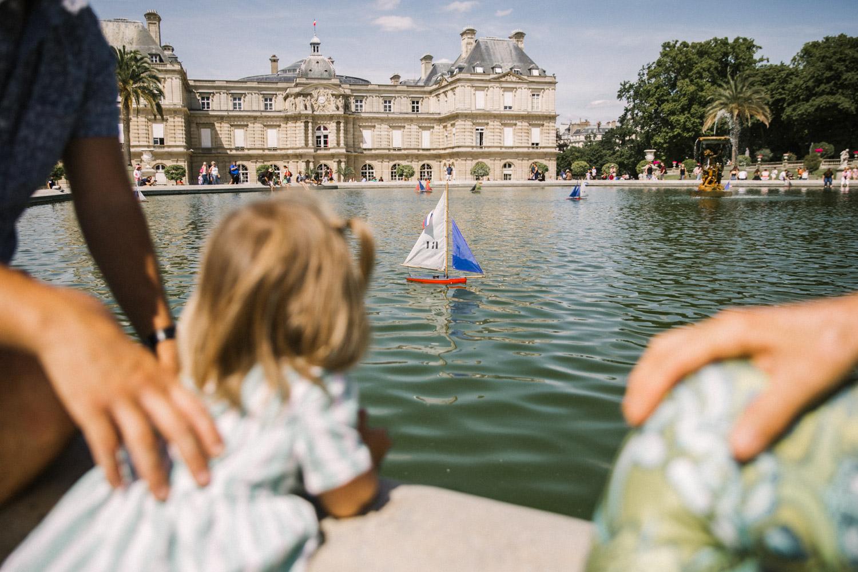 jardin-de-luxembourg-boats-4.jpg