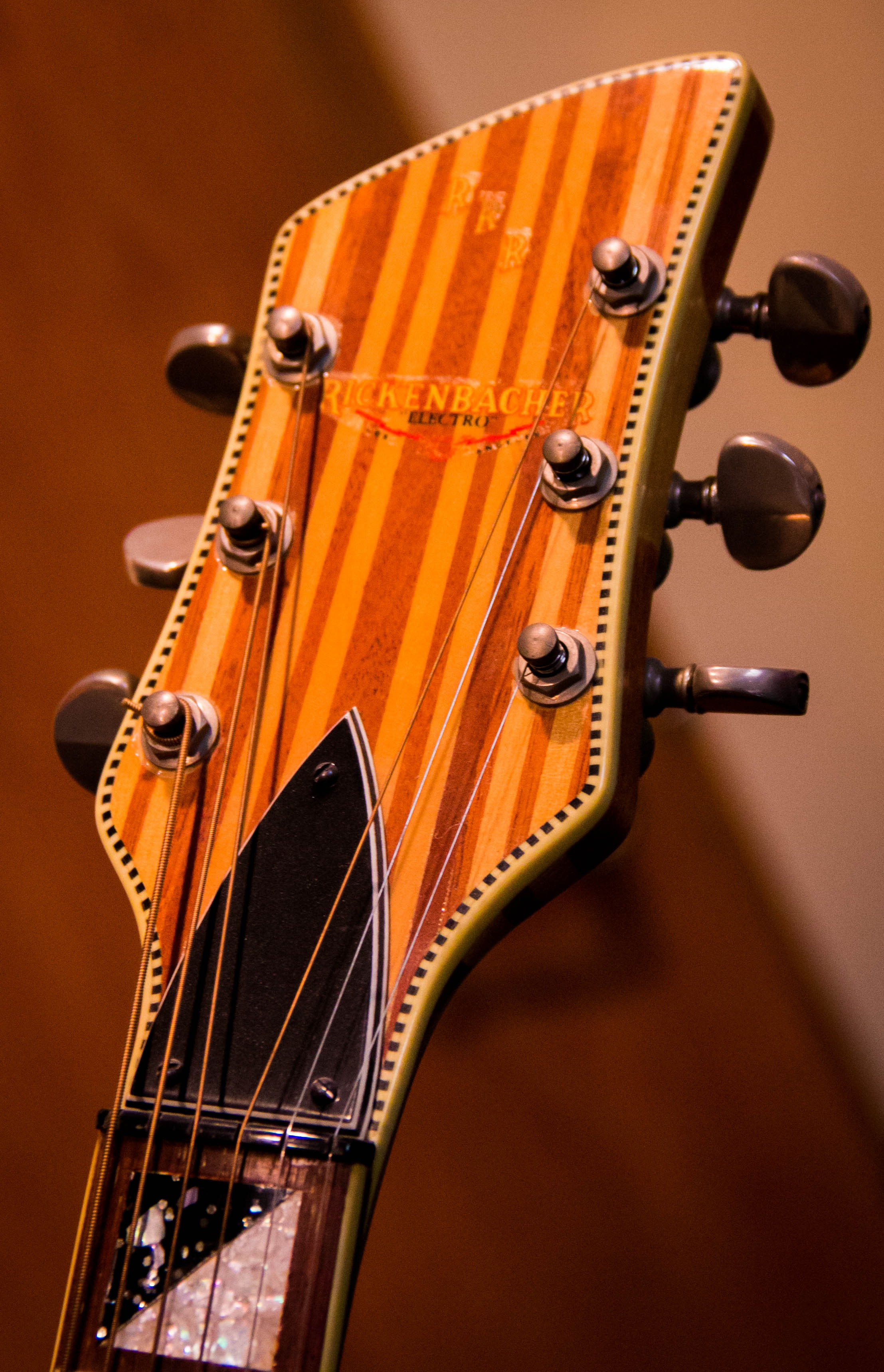 The gorgeous multi-laminate headstock of the Sam Cooke Jazz-Bo.