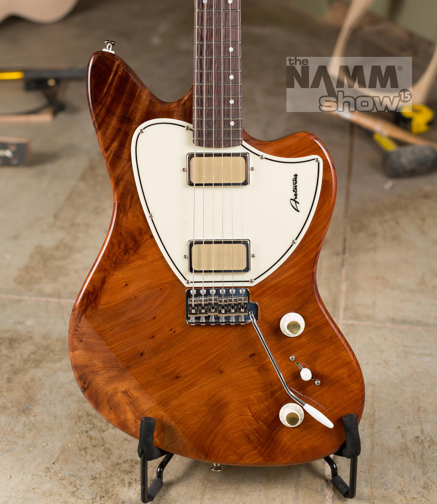 This redwood Kauer Arcturuswas the inspiration behind my choosing a Kauer for my next guitar.