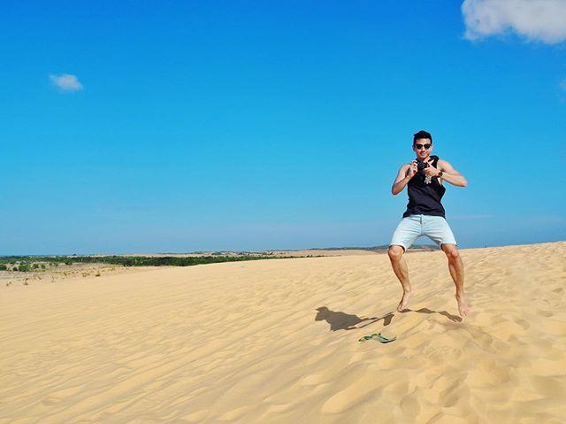 """""""Ok, no more jeeps. Let's jump!"""" #whitesanddunes #muine #vscohcm #vscomuine #desert"""