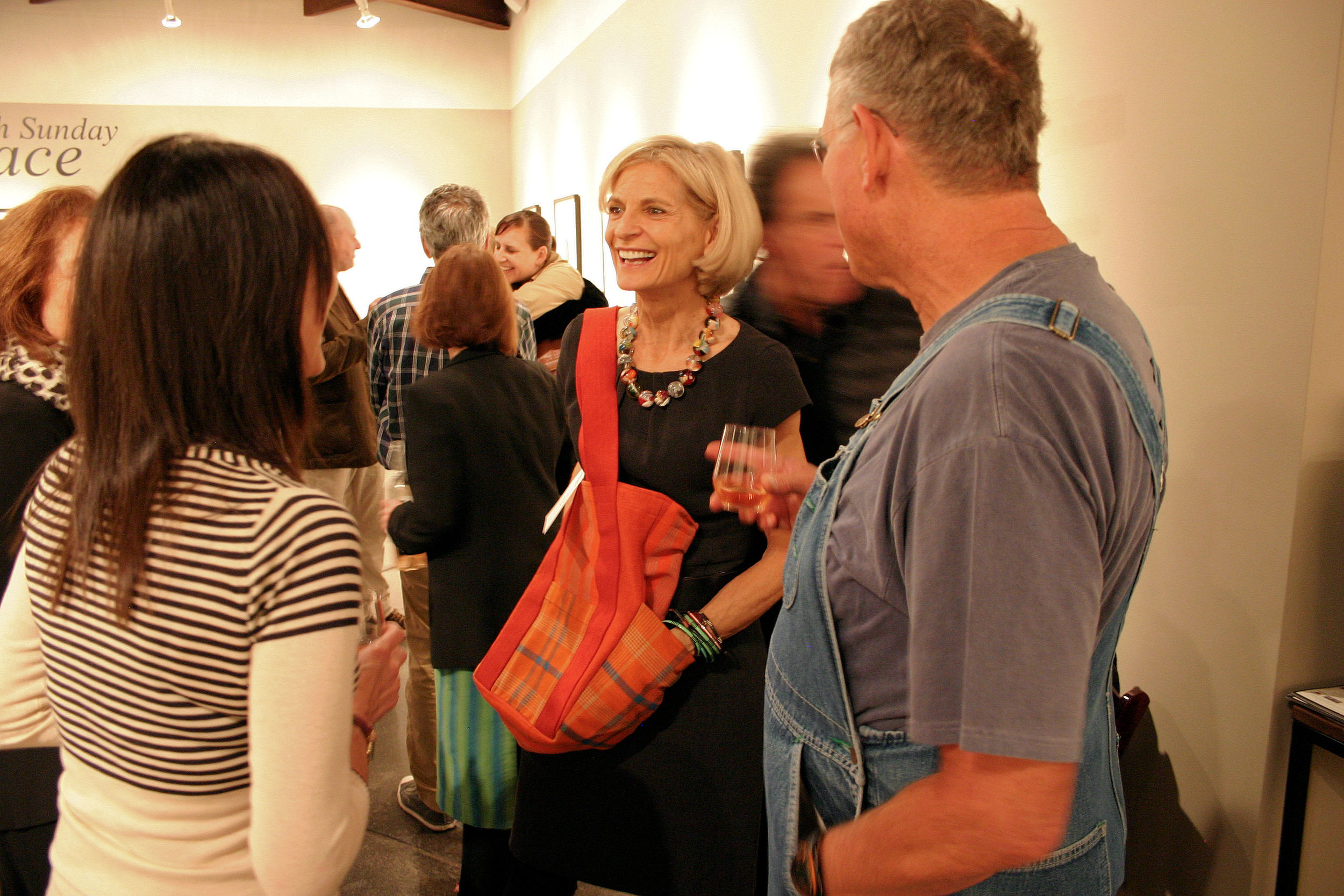 LD at PF Gallery with Mkt Bag.JPG