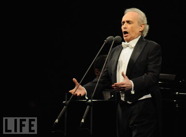 The incomparable José Carreras opened the evening in a majestic way.