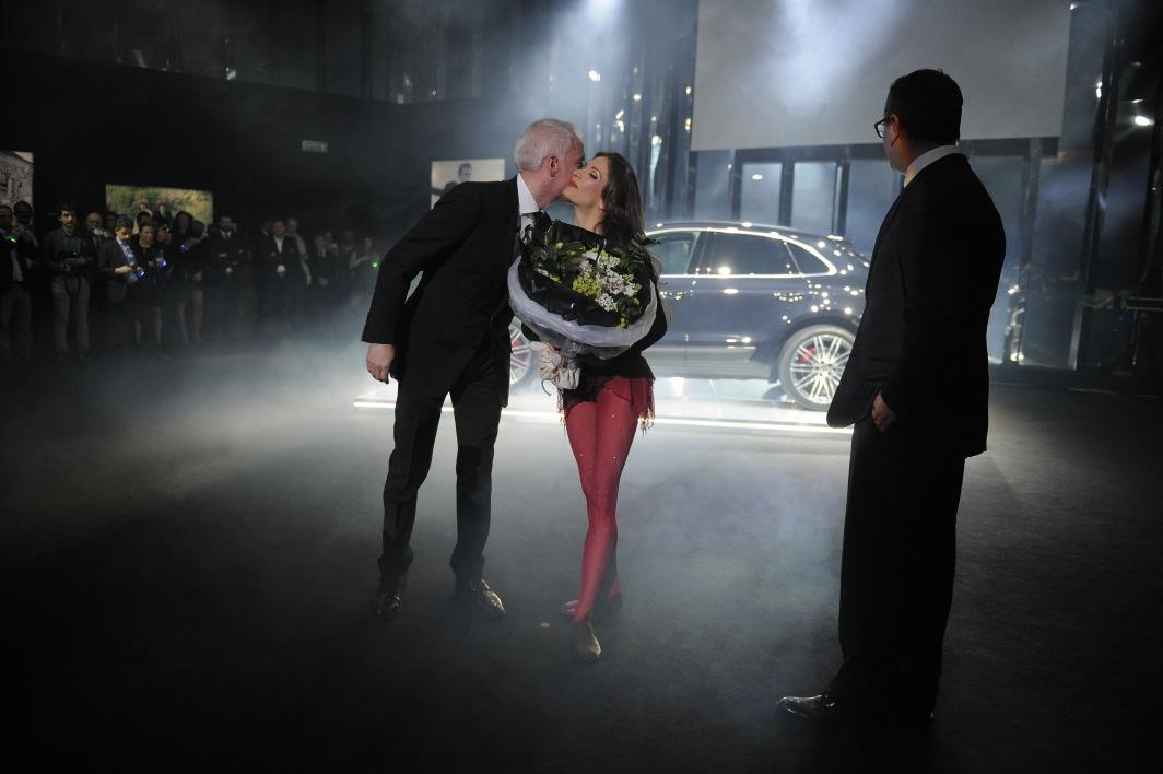 Erika kiss & flowers.JPG