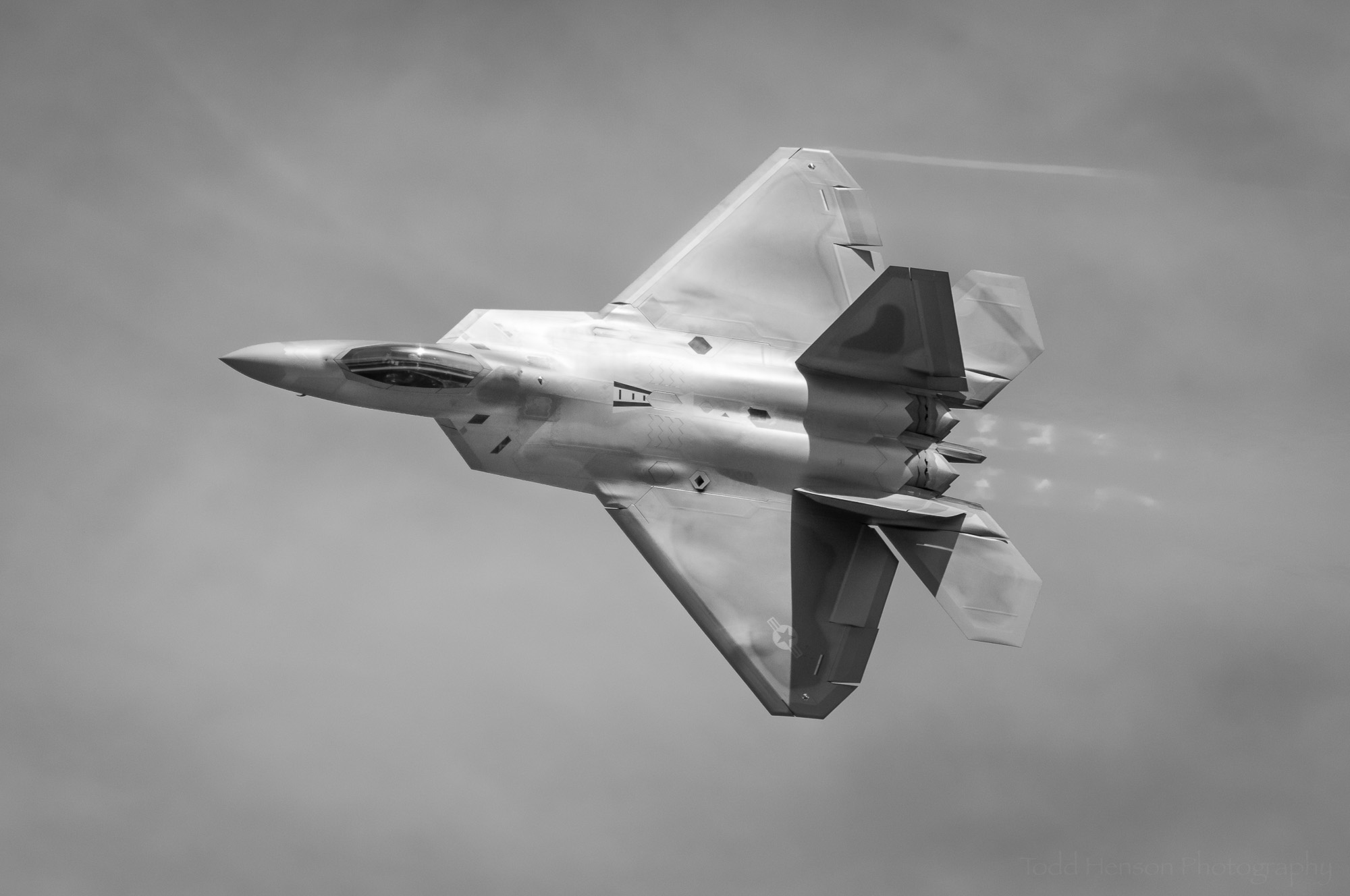 Raptor Flyby #1: USAF F-22 Raptor performing a flyby.