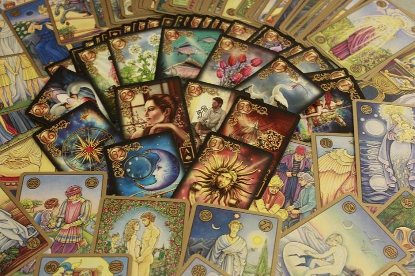 oracle-cards-437688_960_720.jpg